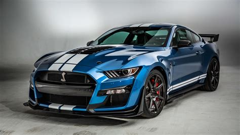 2020 Ford Mustang Shelby GT500 is a 700-horsepower Detroit