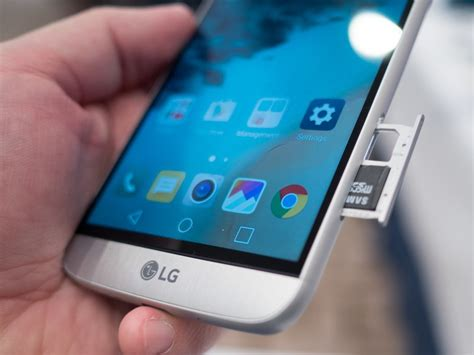 The LG G5 keeps the SD card but shuns Adoptable Storage