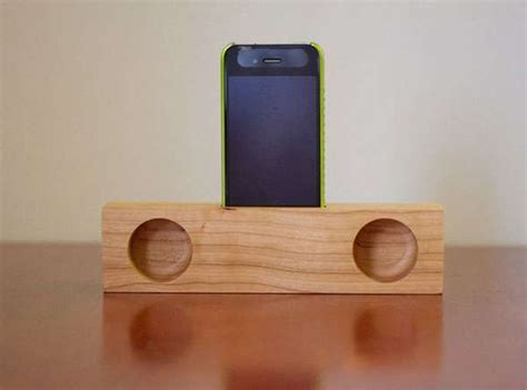 All-Natural iPhone Accessories : wooden iPhone speaker dock