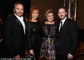 Kelly Clarkson welcomes new son Remington Alexander on