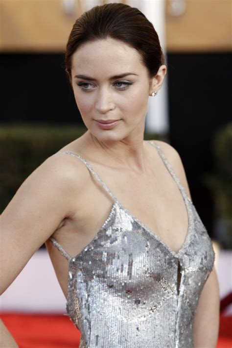 32 Hot Emily Blunt Bikini Sexy Pictures – Emily In The
