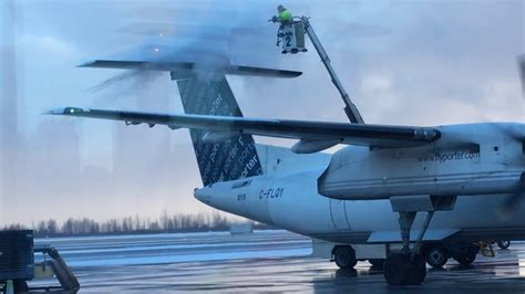 De-Icing - Porter Airlines - Bombardier Dash 8 Q400 - YouTube